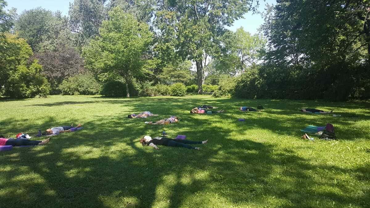 Prayana Yoga - cours de yoga estivale au parc victoria
