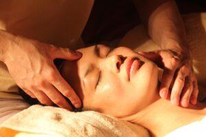 massage du visage ayurvédique - Prayana Yoga